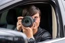 De Goudse privédetective Vanessa Middelkoop observeert met haar camera vanuit auto's en in bosjes.