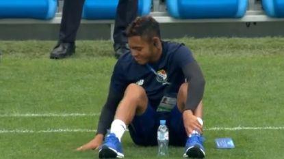 Voelen aan het gras en poseren maar: Panamezen duidelijk onder de indruk van WK-stadion in Sochi