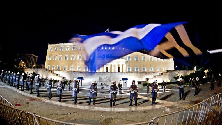 In 2011 verkeerde Griekenland al in diepe crisis. Hier is te zien hoe de oproerpolitie het Griekse parlement bewaakt bij een demonstratie dat jaar. Beeld null