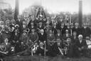 Christelijk fanfarekorps Harp en Luit te Vuren in 1932 met dirigent L.J. Gerritse (in het midden, met bril en snor).