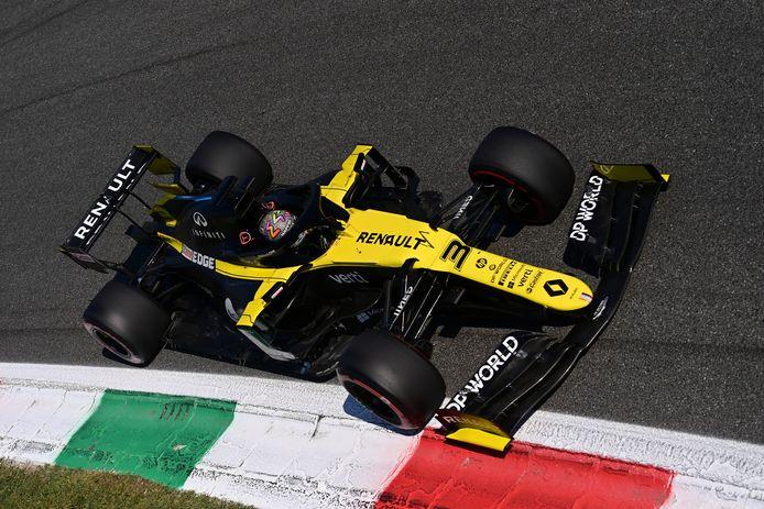 Daniel Ricciardo in zijn Renault op het circuit van Monza.