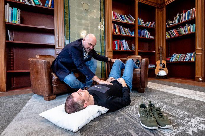 Jan Paul van Wingerden: ,,Mensen denken bij ontspannen aan platliggen, maar zo is het beter.''