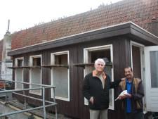 Nu nog wekelijks 30 kg poep in duiventil Zutphen: 'Straks poepen de duiven weer de hele stad onder'