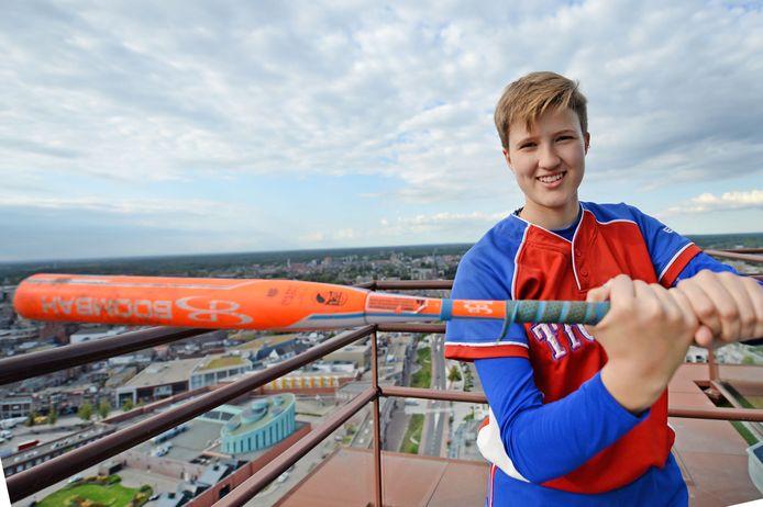 Nina Geurtsen (14), talentvolle softbalster uit Enschede.