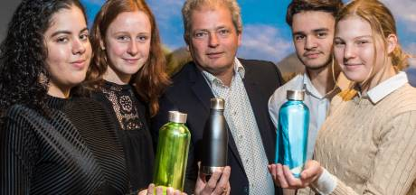 Leerlingen Het Assink Haaksbergen zetten eigen bedrijfje op: ECO-bottle