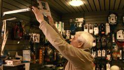 """Op bezoek bij de Gouden Schoen van... Maurice Martens: """"Hij staat in mijn winkel, zo heb ik hem elke dag bij mij"""""""