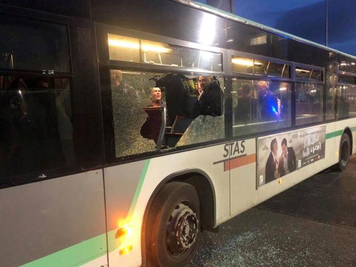 Un bus gantois attaqué à Saint-Etienne.