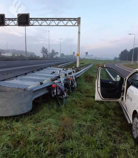 Wie lieten hun fietsen achter op de snelweg A28 richting Zwolle?