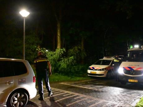 Grootscheeps zoekactie politie op sportpark Hoekelumse Eng in Ede