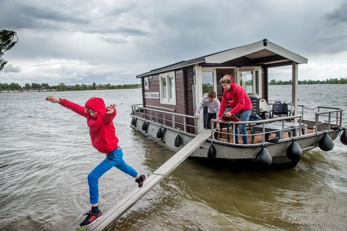Op vakantie met een camper, in een boomhut, in een bed and breakfast of je eigen blokhut op een boot, dat kan gewoon.