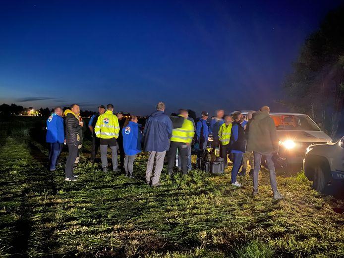 Ruim zeventig leden van het Veteranen Search Team hielpen met zoeken. Ook de WhatsAppgroep Kootwijkerbroek en andere vrijwilligers hielpen politie en brandweer.