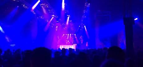 Nog meer liefde voor Oss: mannenkoor zingt op station, festival is minuut muisstil