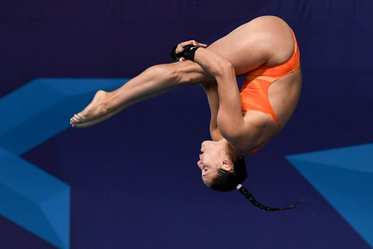 Celine Maria van Duijn won verrassend goud bij het schoonspringen. Beeld EPA