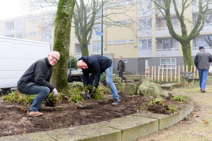 Johan Couwenberg (links) en Piet Mijs bemannen samen de werkgroep Arcturuspleintje.