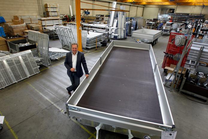 Directeur Ad Keeris van aanhangwagenbouwer Hapert in een van de productiehallen van het bedrijf.