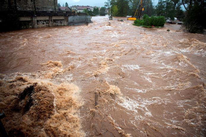 Overstromingen in Noord-Spanje vandaag als gevolg van hevige regenval.