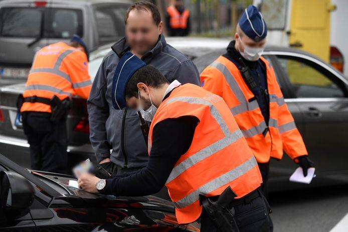 Beeld van 14 april 2020. Verscherpte politiecontroles in Brussel in verband met de lockdown.