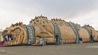The Beast van 45 meter lang raakt niet op Sint-Pietersplein