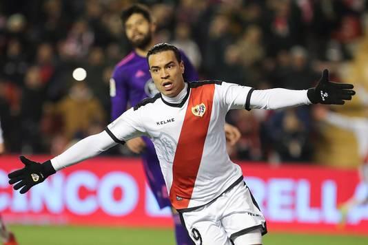 Rayo Vallecano-spits Raúl de Tomás juicht na zijn derde goal van de avond.