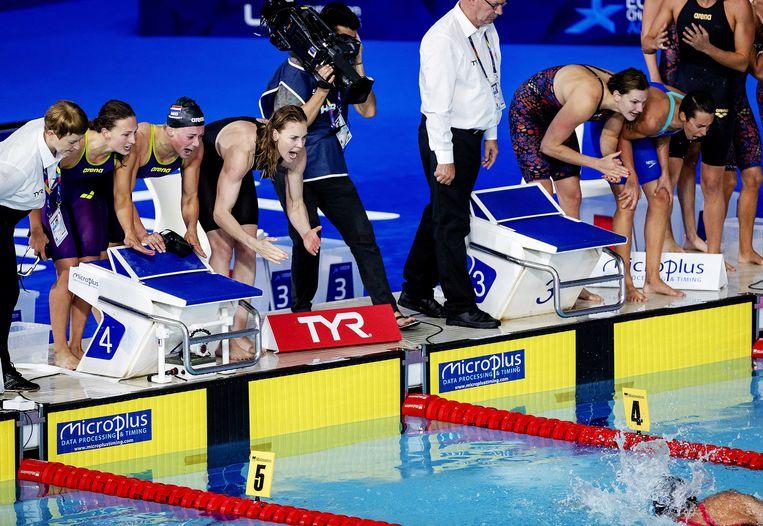 Kim Busch, Kira Toussaint, Femke Heemskerk en Ranomi Kromowidjojo op de 4 x 100 meter finale vrije slag in het Tollcross International Swimming Centre tijdens het EK zwemmen tijdens Glasgow 2018. Beeld ANP
