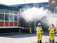 Brandweer bestrijdt vuur bij Plukon in Wezep door gat in dak