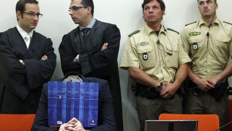 Een van de verdachten in de rechtbank in München. Beeld afp