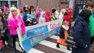 Leerlingen vieren carnaval en dansen voor rusthuisbewoners