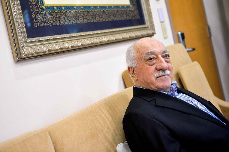 De in 1999 naar Pennsylvania uitgeweken Turkse geestelijke Fethullah Gülen heeft altijd ontkend iets met de mislukte staatsgreep van juli 2016 te maken te hebben.  Duizenden van zijn aanhangers zitten in Turkse cellen.