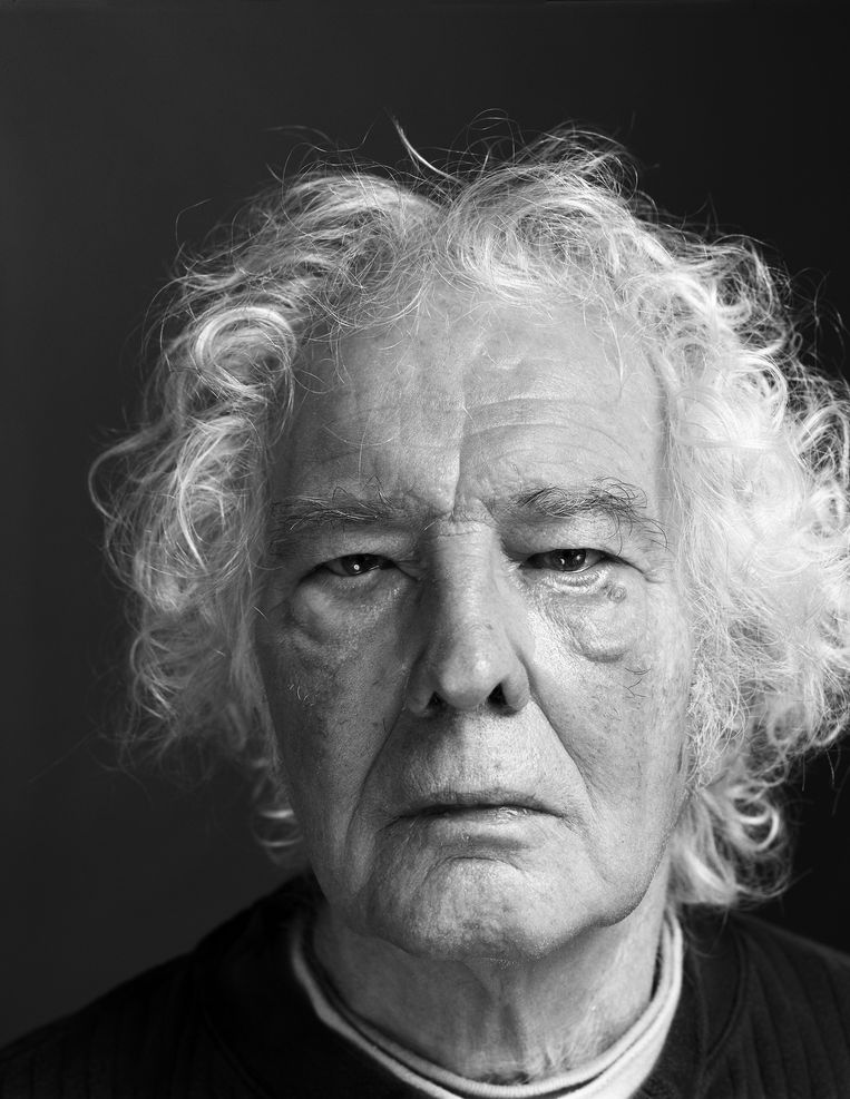 Jan Wolkers (1925-2007) was schrijver, beeldhouwer en schilder. Deze foto werd vlak voor zijn dood gemaakt op Texel. Fotograaf Koos Breukel stuurde hem per post naar hem op. De foto belandde op Wolkers' sterfdag bij hem op de deurmat. Volgende maand is het 50 jaar geleden dat Wolkers' beroemdste boek, Turks fruit, verscheen. Beeld Koos Breukel
