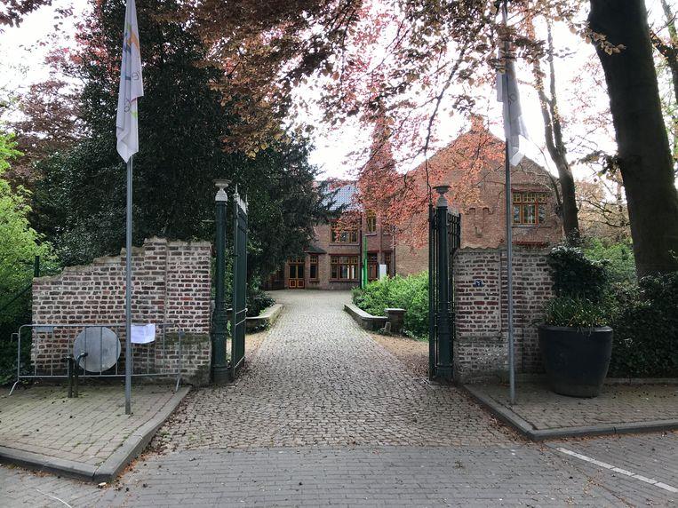 De voorzijde van het Ravenhofpark werd ook afgesloten.