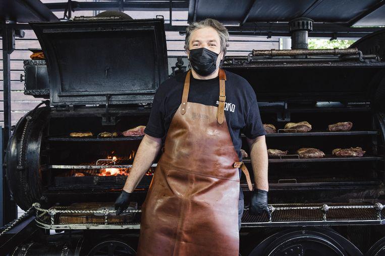 Cleo Vizioli weet niet hoelang hij het nog volhoudt met zijn barbecuelocomotief en zijn cateringbedrijf. Beeld Carlotta Cardana
