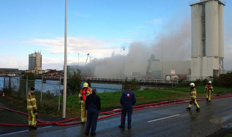 Brand bij een schroothandel in Kampen. Beeld ANP