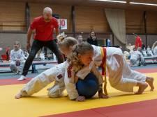 Vechtbal brengt Middelburgse schooljeugd in beweging, maakt ze weerbaar én judofan
