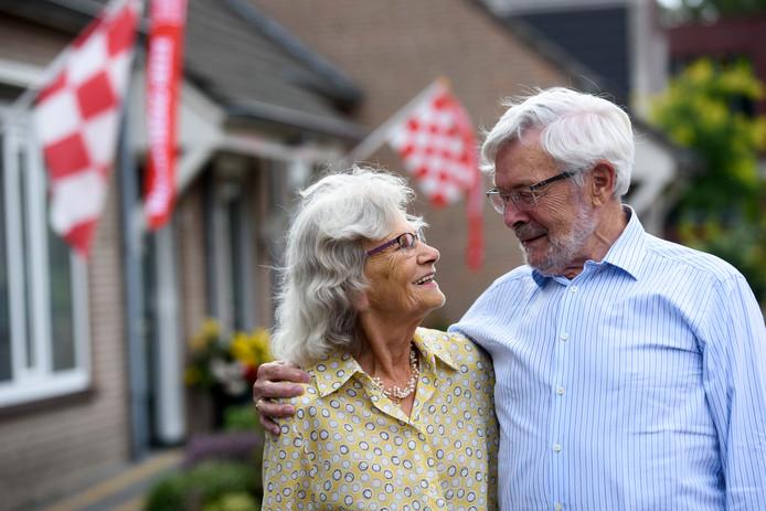 HEEZE - Jan Boerenkamp en Liny Baars trouwden 60 jaar geleden tijdens en IN de Brabantsedag optocht.