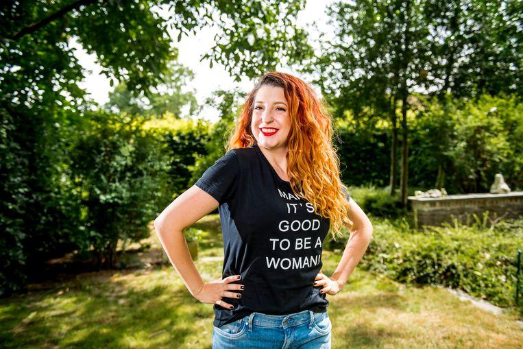 """'Man, it's good to be a woman' - Kaat Bollen voelt zich goed als vrouw en straalt dat ook uit. """"Een kleedje, een rokje, een beetje decolleté: moet kunnen. Ik ben geen tante non."""""""
