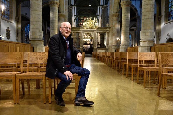 Dirigent Leo Rijkaart (61) zwaait zaterdag na 25 jaar af bij 'zijn' koor Toonkunst uit Gouda. Dat doet hij met een afscheidsconcert in de Sint-Janskerk.