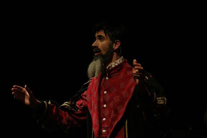 Johannes Goropius Becanus (Huub de Bruijn), een van de vijf hoofdrolspelers in De Canon