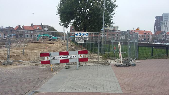 Het bouwterrein voor de parkeergarage bij de Buitenhaven in Kampen.
