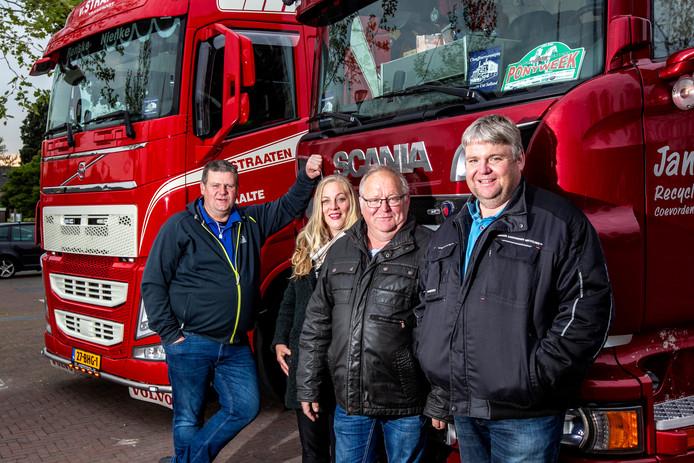 Samen met vrachtwagenchauffeurs en andere vrijwilligers bezorgen de organisatoren van de Truckrun door Salland jaarlijks circa 200 mensen met een verstandelijke beperking een hoop plezier (vlnr: Stefan Hondeveld, Linda Willems, Johnny Tutert en Erwin Bril. De vijftiende editie wordt komende zaterdag gehouden.