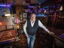 Thuiscafeetje in Oldenzaal: 'Geen horeca? Dan zing ik hier wel'