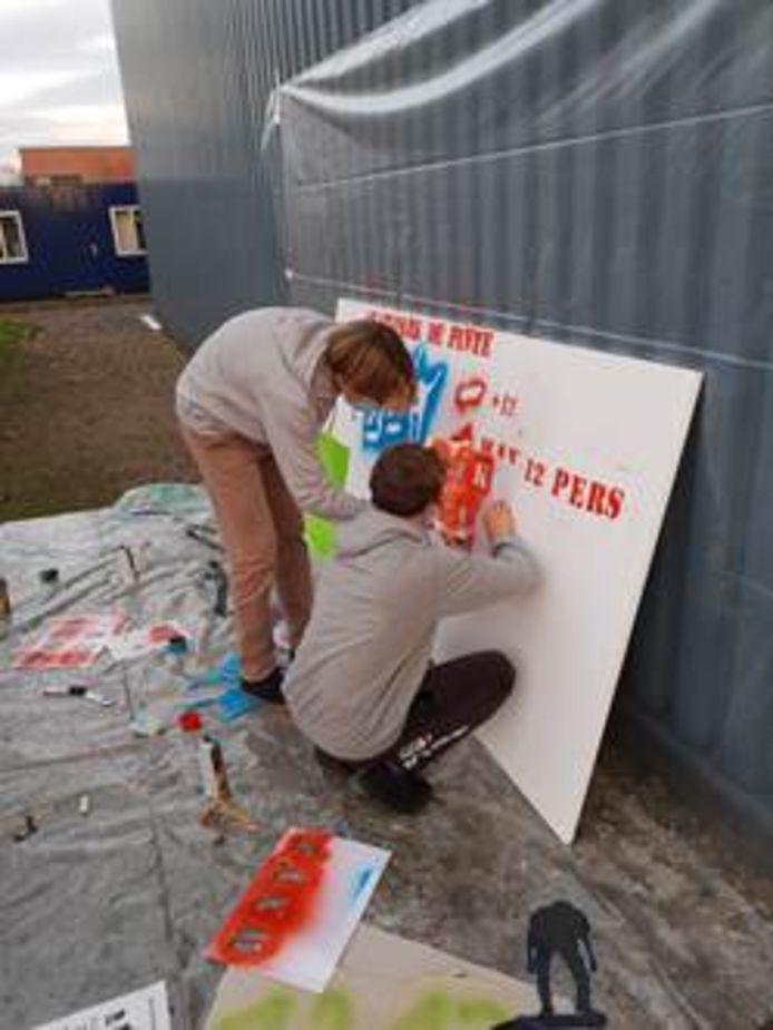 De nieuwe regels op het skatepark werden in graffiti aangebracht.