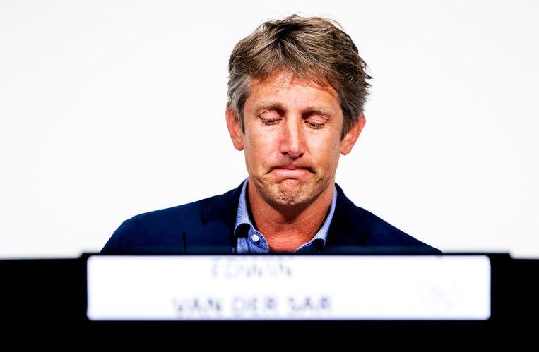 Een emotionele Van der Sar tijdens de persconferentie eind vorige maand. Beeld anp