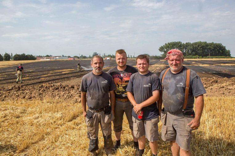 Marino, Glen, Angelo en Ignace schoten landbouwer Herman Marissens te hulp.