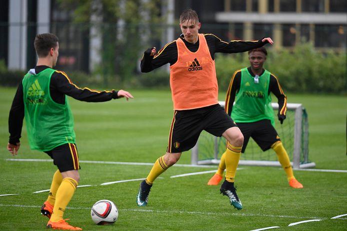 Lars Dendoncker, hier op training bij de nationale jeugdploeg, trekt van Club Brugge naar Brighton.