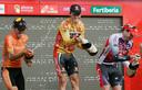 Valverde als eindwinnaar van de Vuelta in 2009, met naast hem Samuel Sánchez (links) en Cadel Evans (rechts).