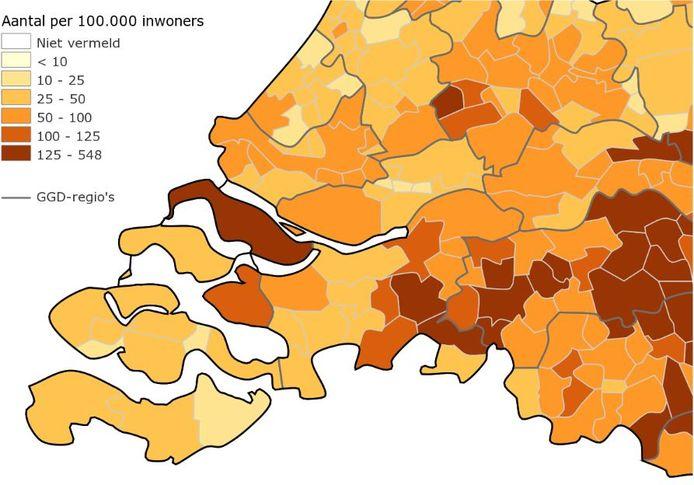 Hoe meer besmettingen per 100.000 inwoners, hoe donkerder een gemeente kleurt op de kaart van het RIVM