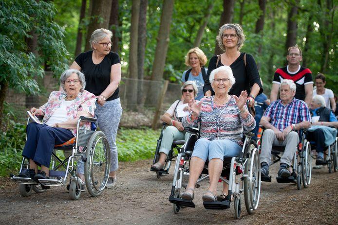 Tientallen ouderen deden mee aan de drie kilometer lange rit