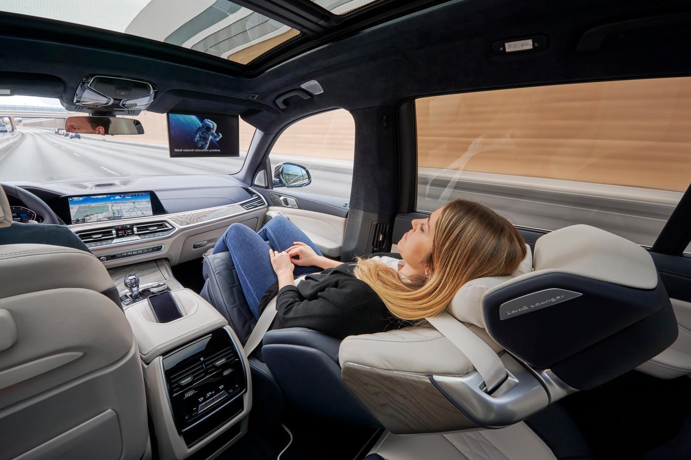 Naast de bestuurder veilig liggen slapen: de nieuwe stoel in de BMW X7 maakt het mogelijk.