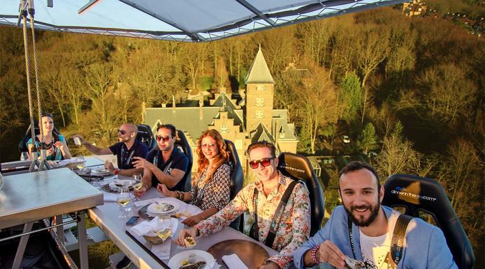 Dinner in the Sky' naar Nederland  - Fotomontage