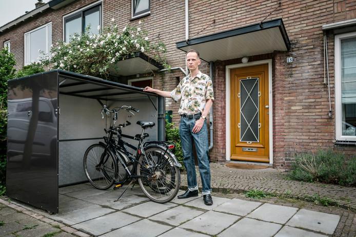 Extreem Illegale fietsenstalling' moet weg uit Utrechtse voortuin, aan TU12